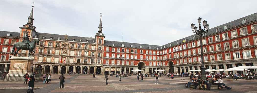 La Plaza Mayor de Madrid, lugar muy visitado por estudiantes de los máster MBA en Madrid.