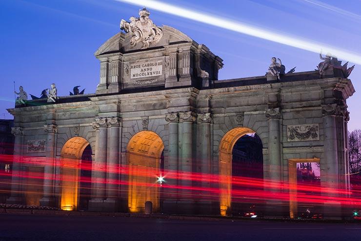 La puerta de Alcalá en Madrid, ciudad con un gran número de escuelas de negocios.