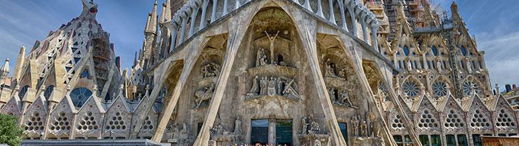 Fachada de la Sagrada Familia de Barelona. Un lugar que cualquier estudiante de máster Executive MBA en Barcelona deberá visitar al menos una vez.