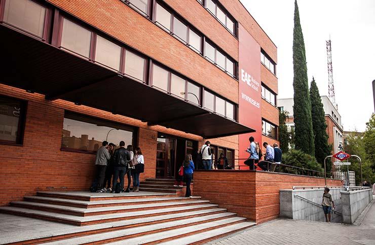 Fachada principal del edificio de Joaquín Costa 41, uno de los edificios en los que EAE Business School imparte sus MBA