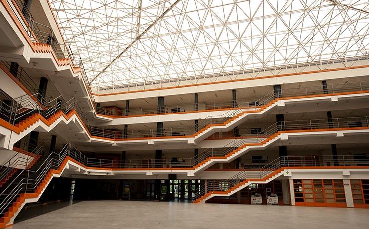 Patio interior de la facultad de Ciencias Económicas y Empresariales de la Universidad Complutense de Madrid (UCM), que es donde se imparte su máster MBA