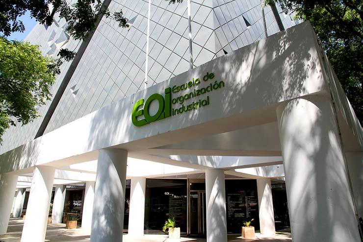 Fachada del campus de EOI Escuela de Organización Industrial de Sevilla, donde se puede estudiar un máster MBA