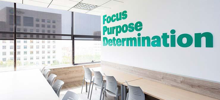 Un aula en EU Business School Barcelona, una escuela que imparte MBA.