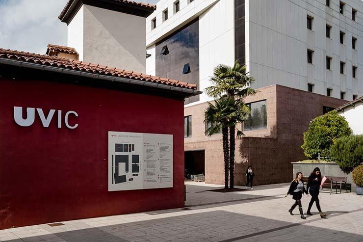 Entrada al campus Miramarges de la Universidad de Vich, universidad que imparte un MBA de posgrado.